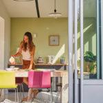 La véranda peut être la solution pour bénéficier d'une pièce en plus et agrandir votre maison !